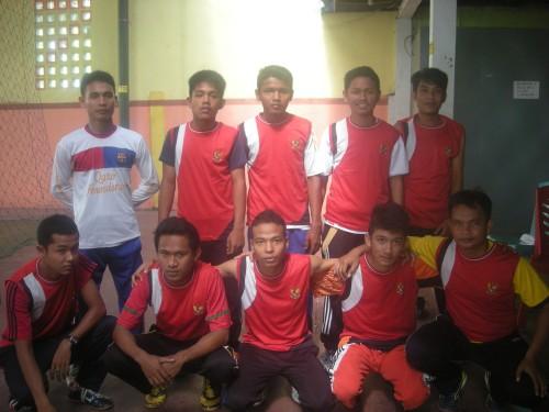 Foto Bersama Sebelum bertanding bersama ketua Dpra kalumbuk Ronika Putra, S.PdI